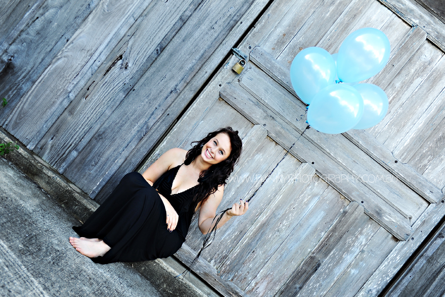 girl with balloons photography noosa